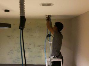 เดินสาย LAN สายโทรศัพท์ฝังในกำแพง ตามจุดต่างๆ ที่ โรงพยาบาลบำรุงราษฎร์