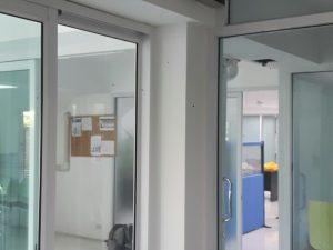 ย้ายเครื่องสแกนลายนิ้วมือเปิด-ปิด ประตู ที่ บริษัท สำนักพิมพ์ ลองไลฟ์ เอ็ด จำกัด