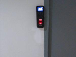 ติดตั้งเครื่องสแกนลายนิ้วมือเปิด-ปิด ประตู ที่ บริษัท จีทีเเอล จิวเวลรี่ จำกัด